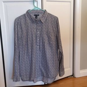 GAP Large dress shirt. Barley worn.